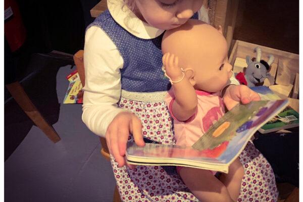 Erzählen vs. Vorlesen – wie erfülle ich die Bedürfnisse beider Kinder?